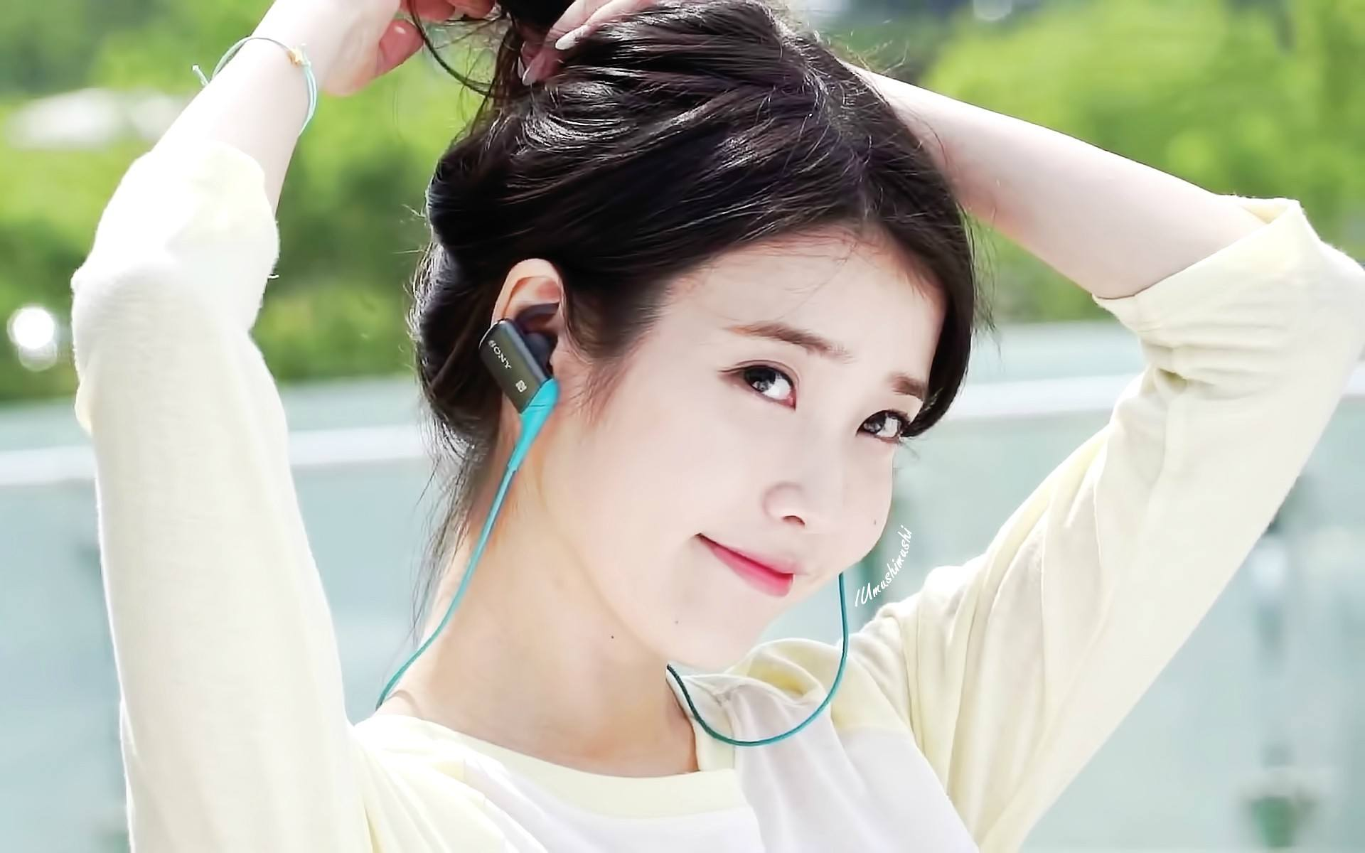 IU's new teaser photo looks just like how she posed as a baby