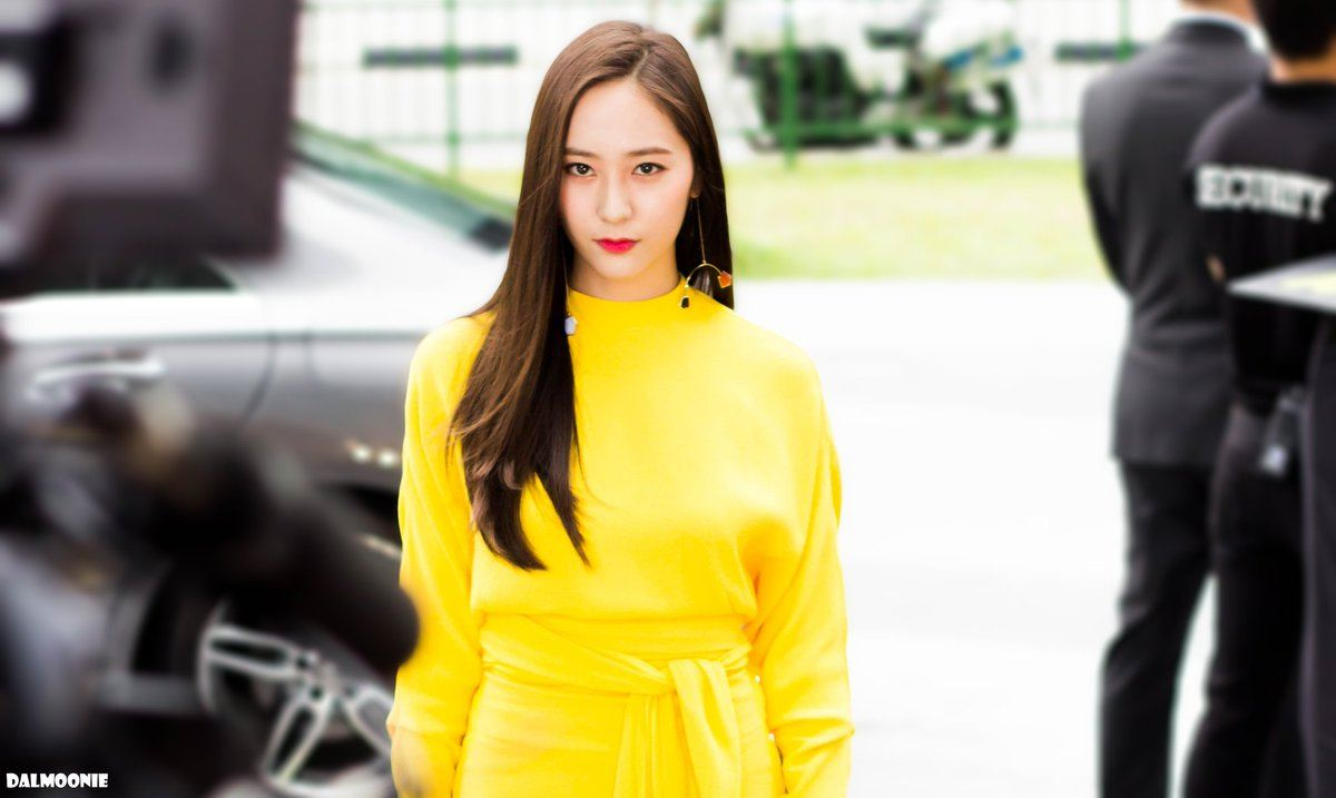 Camera flashes do not affect these female idols