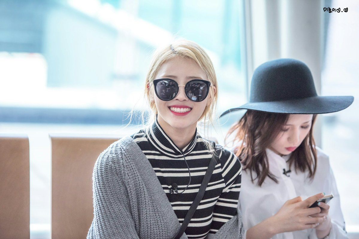 Lovelyz Mijoo Makes Her Airport Photos More Exciting By Doing This