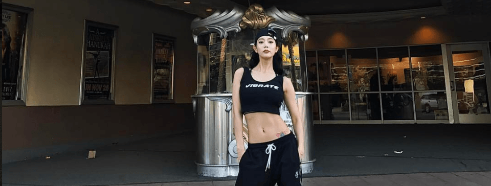 These Photos of Claras Abs Will Motivate You To Do Situps