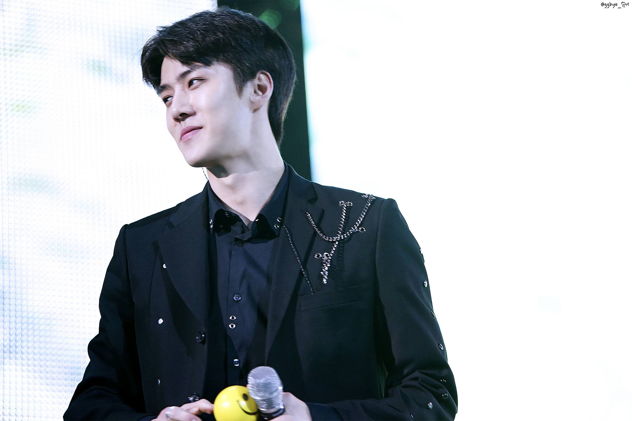 4 Times Sehun Proved He Would Do Anything For His Fans