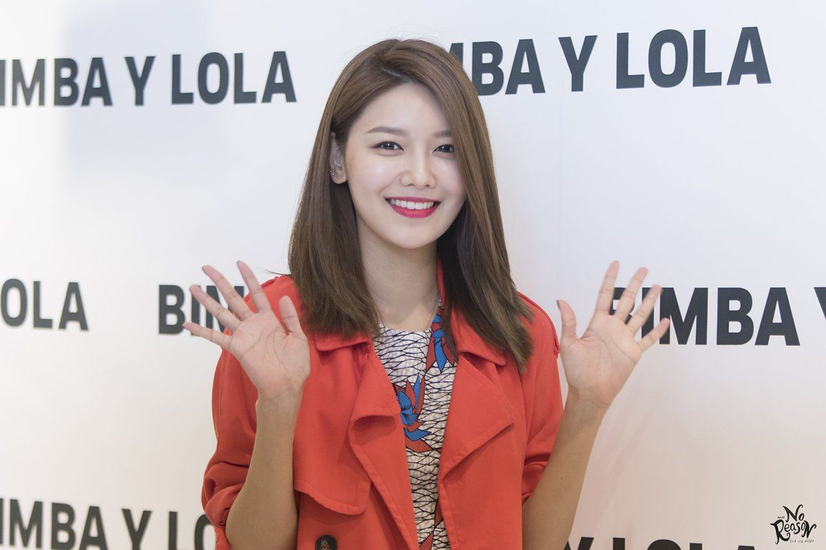 Sooyoung Spotted Wearing More Than $15 000 in Jewelry