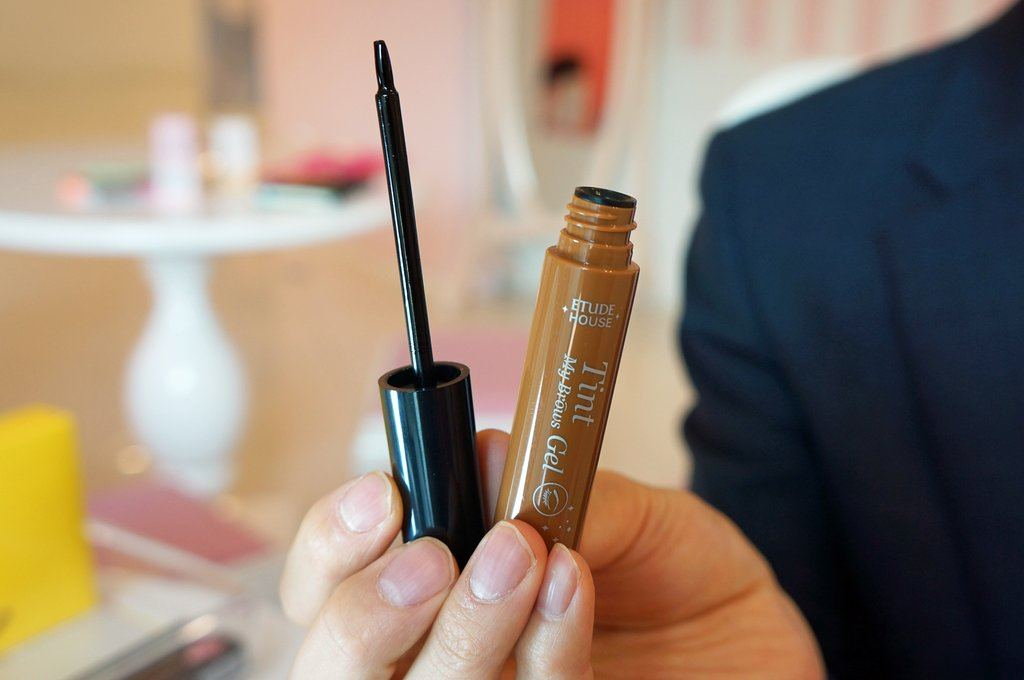 These 2 Gels Are The Korean Key To Long Lasting Eyebrow Color