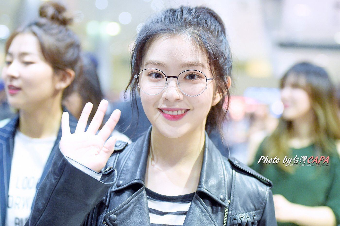 Irene looks super HOT in nerdy glasses + leather jacket
