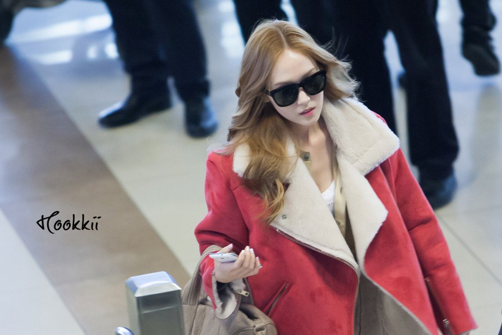 Jessica Sold Her Ridiculously Expensive Jacket To a Fan For Only $30
