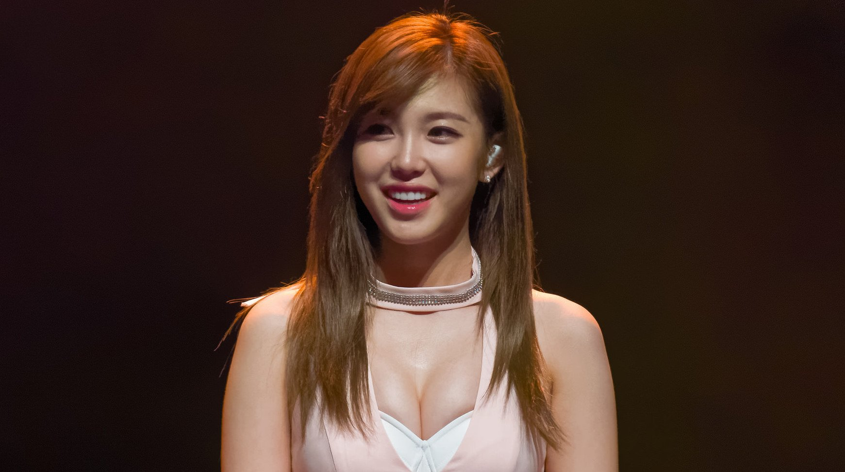 Hyosung Offers Encouragement And Advice To A Fan Who Felt Insecure About Her Chest