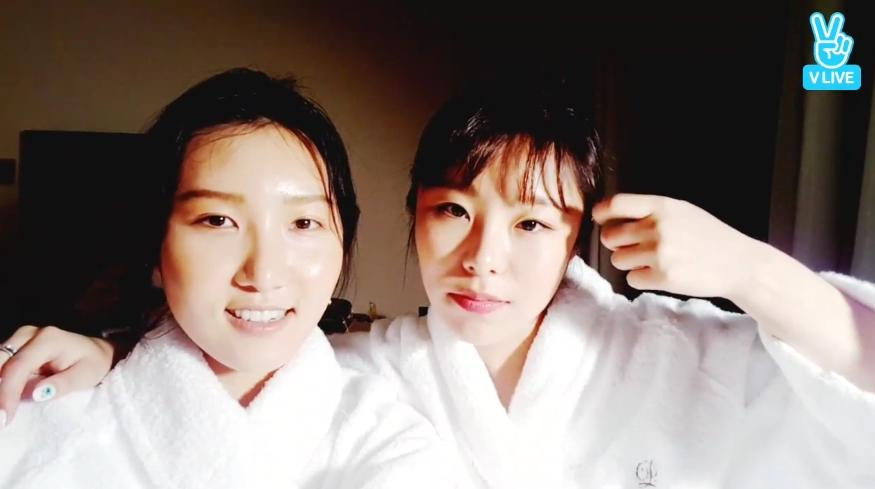 MAMAMOOs Wheein and Hwasa Go Live Completely Bare Faced
