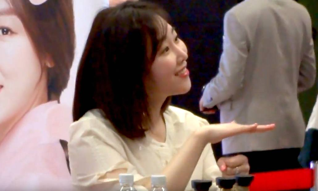 This Video Of Seo Hyun Jin Greeting A Mute Fan Proves Shes An Angel
