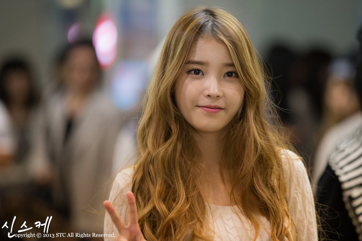 Simply Glowing Her Caramel Colored Hair Warms Up Skin And Softens Look