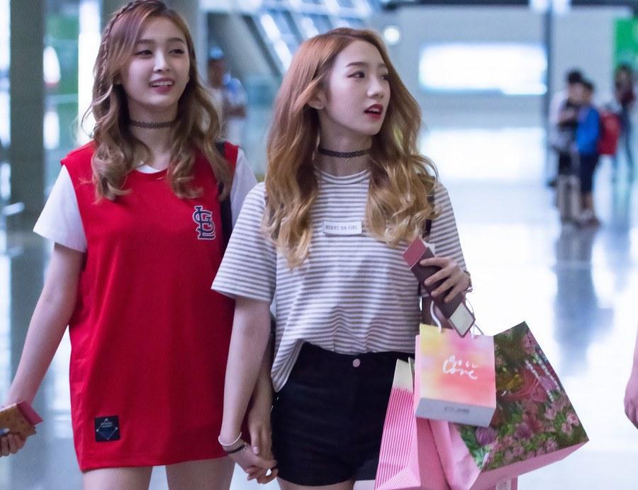 Cosmic Girls Mei Qi and Xuan Yi Mistaken For Billionaire Lesbian Couple