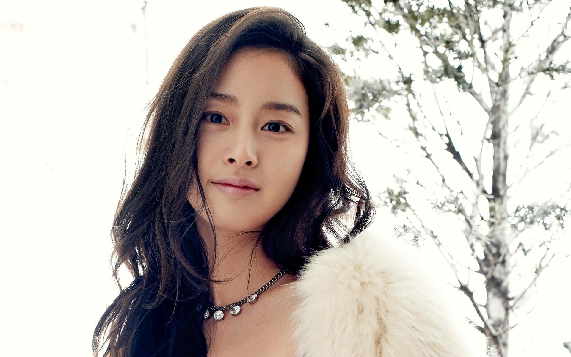 Kim Tae Hee Continues To Have A Busy Schedule Even While Pregnant