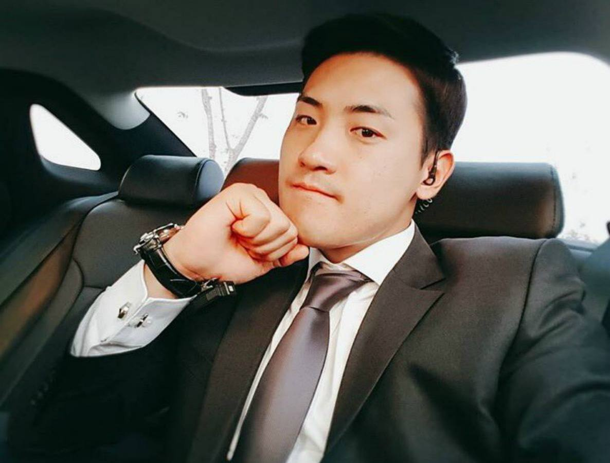 Taeyeons Handsome Bodyguard Gains Attention For His Good Looks
