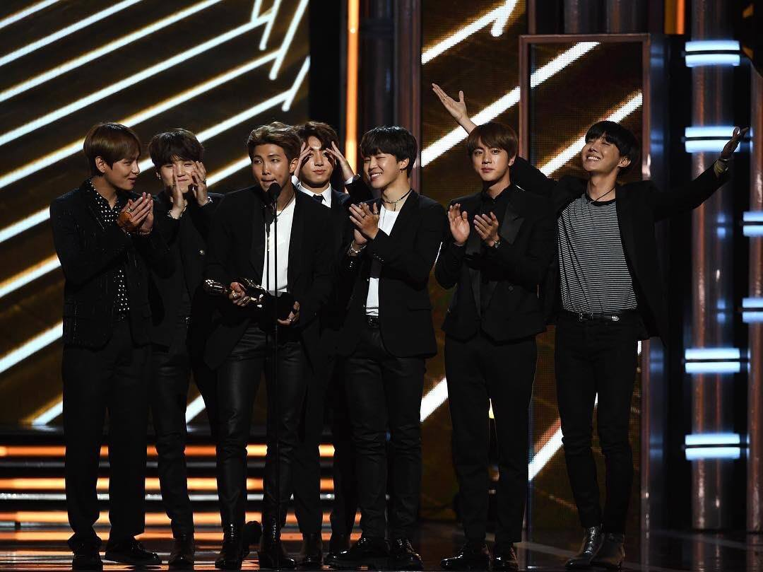https://koreaboo-cdn.storage.googleapis.com/2017/05/BTS-BBMA-Win-02.jpg