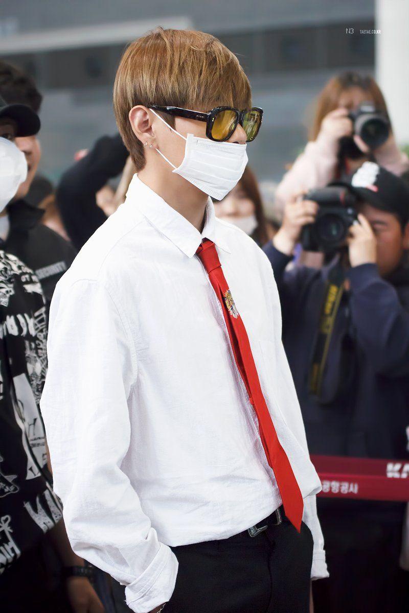 BTS Vu0026#39;s GUCCI airport fashion makes him look like a rich CEOu0026#39;s son u2014 Koreaboo