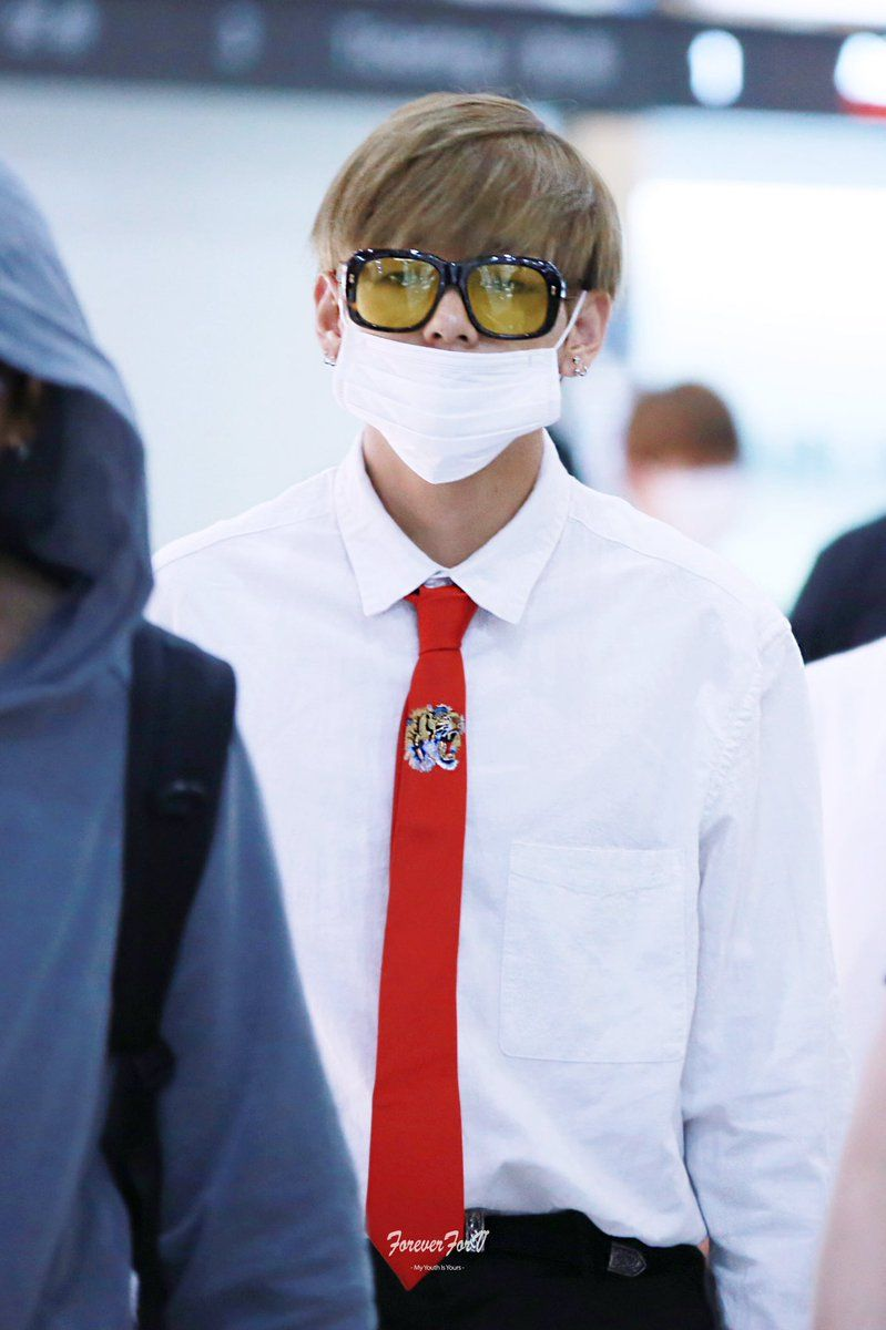 Bts V S Gucci Airport Fashion Makes Him Look Like A Rich