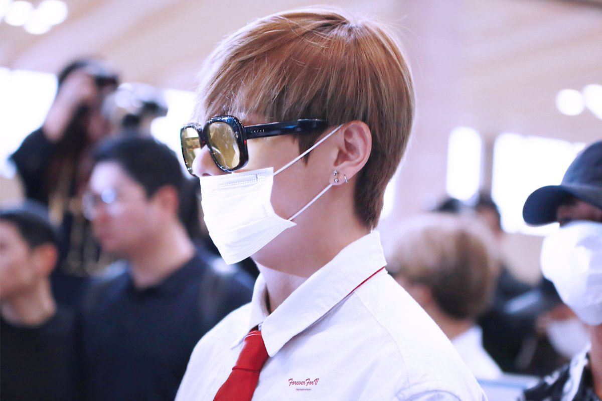 BTS Vs airport fashion makes him look like a rich CEO