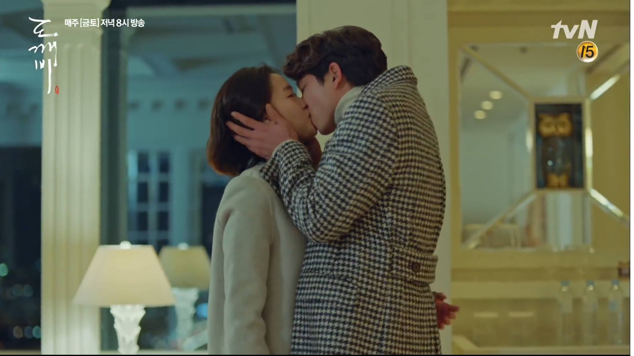 Gong Yoo Has Been Using These Two Kissing Techniques For Over A Decade