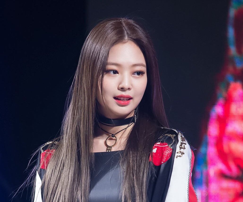 blackpink jennie forget her lyrics and her reaction is