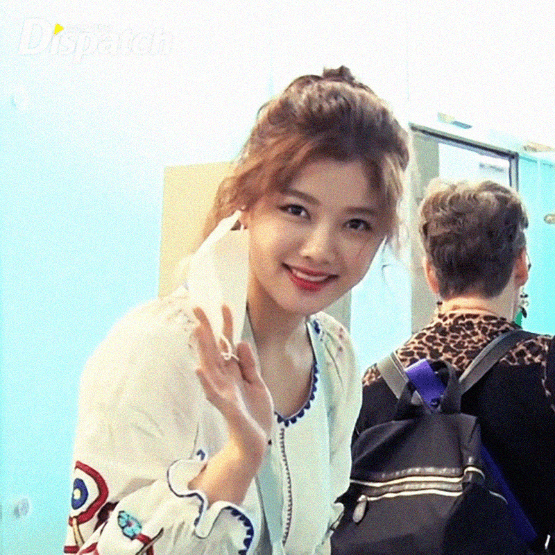 Kim Yoo Jung captured on video with arm cast after injury