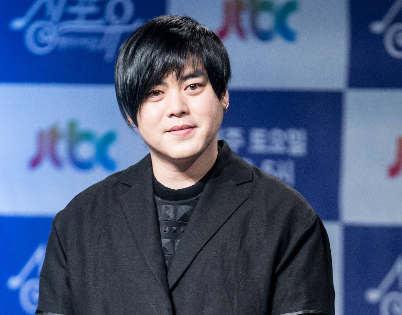 Moon Hee Jun Apologizes After Fans Decided To Boycott All His Activities