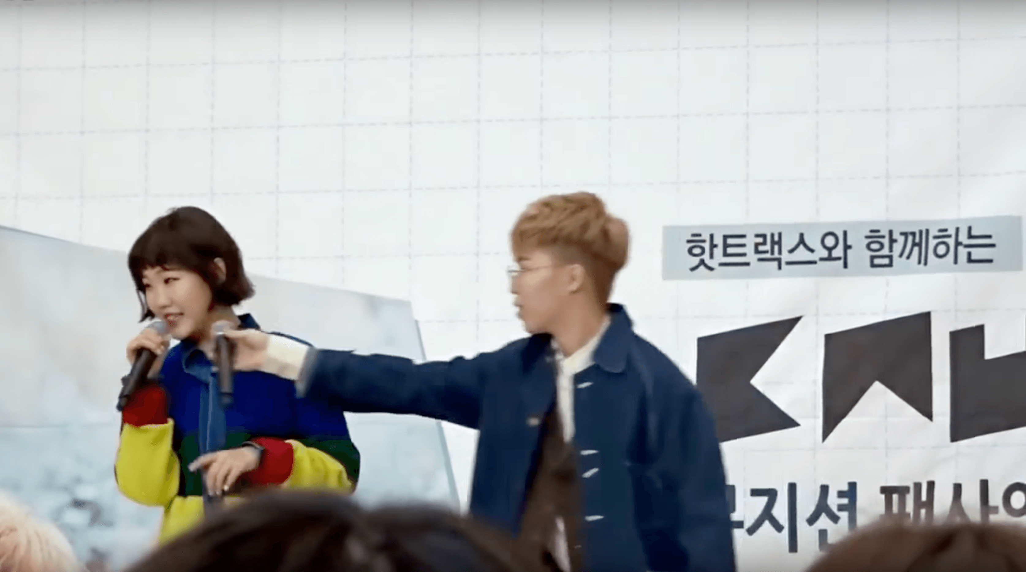 Akdong Musician Reacts To Unexpected Problem In The Most Unconventional Way