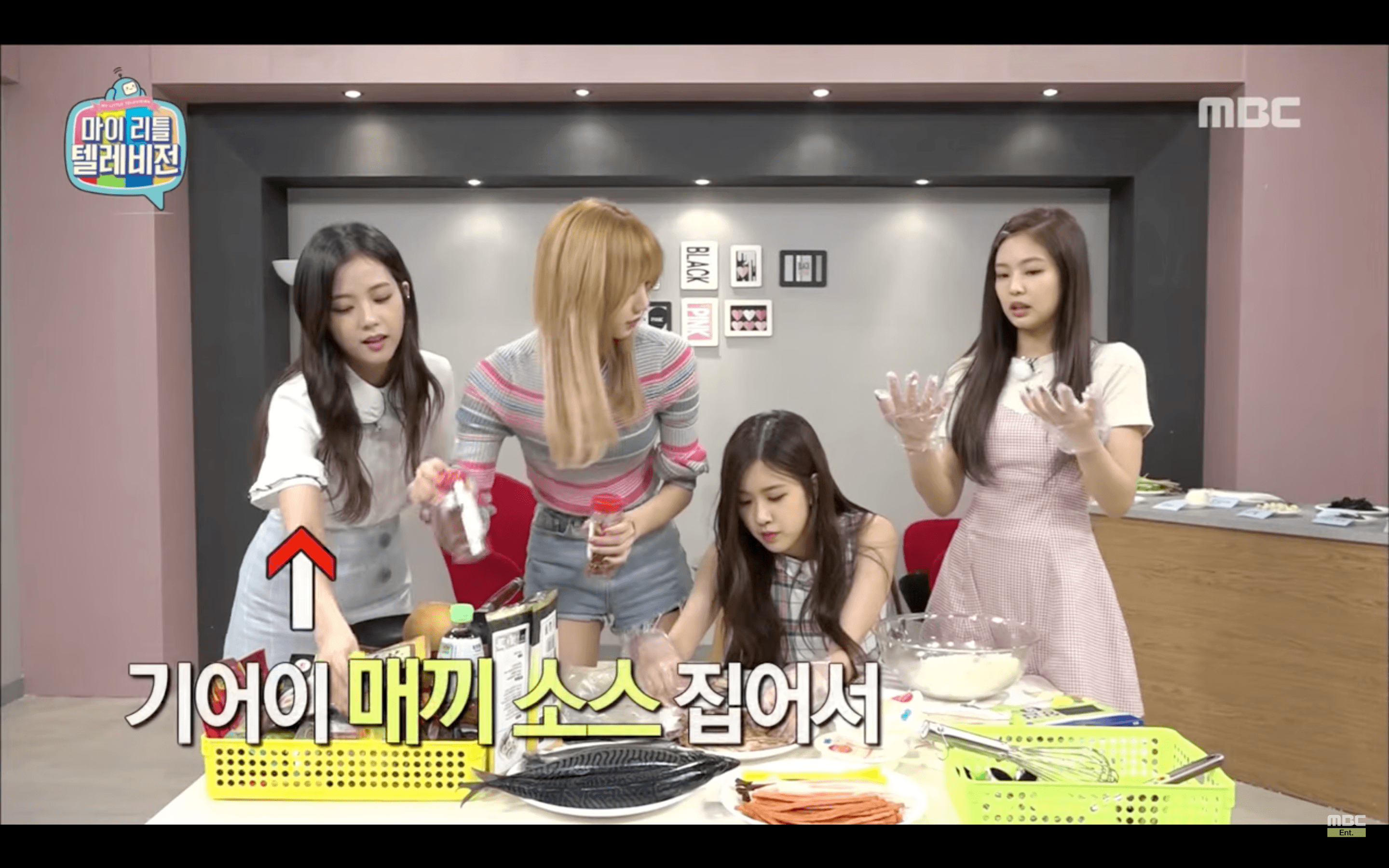 Jisoo Makes Fun Off Jennies Embarrassing Moment On Camera