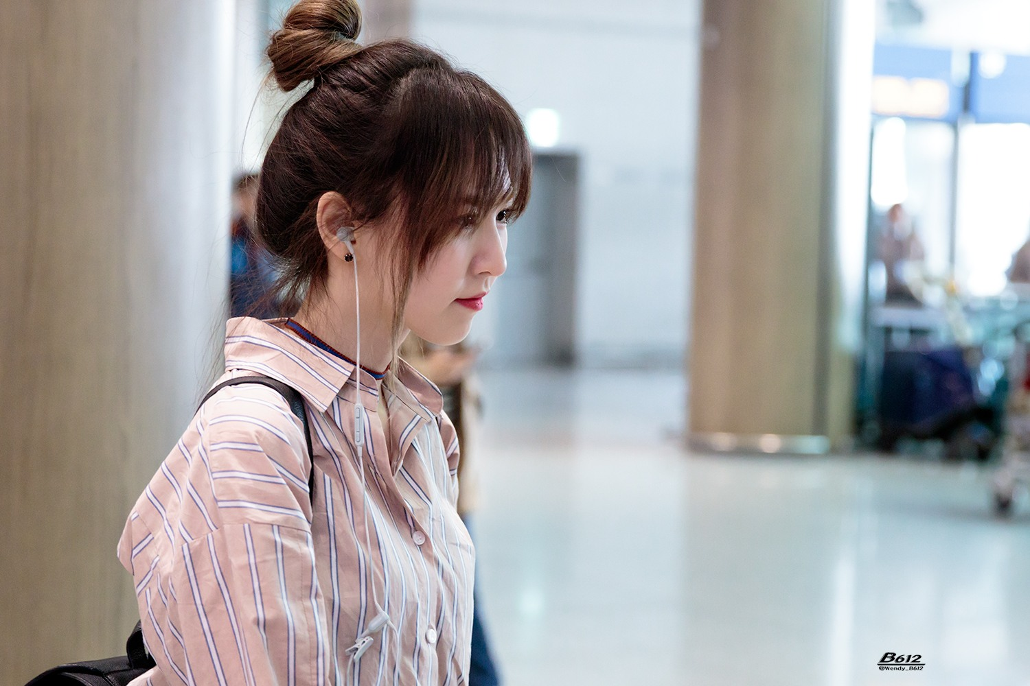 Wendy Channels Her Inner Tiffany With Latest Airport Outfit