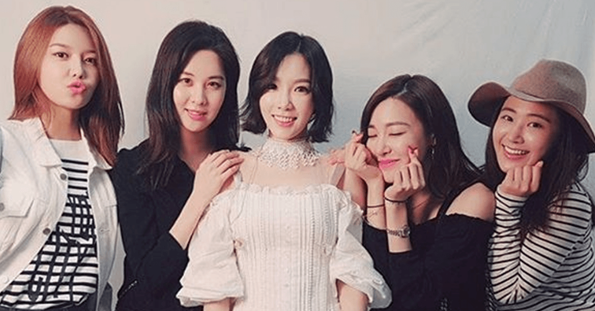 Girls Generation members show their support for Taeyeon at her solo concert Persona