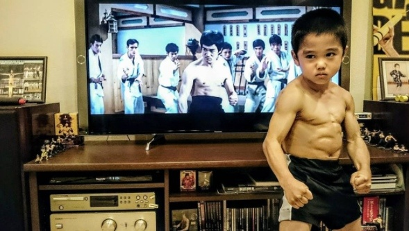 "This 7-Year Old Boy Is Called ""Tiny Bruce Lee"" For His Shockingly Muscular Body"
