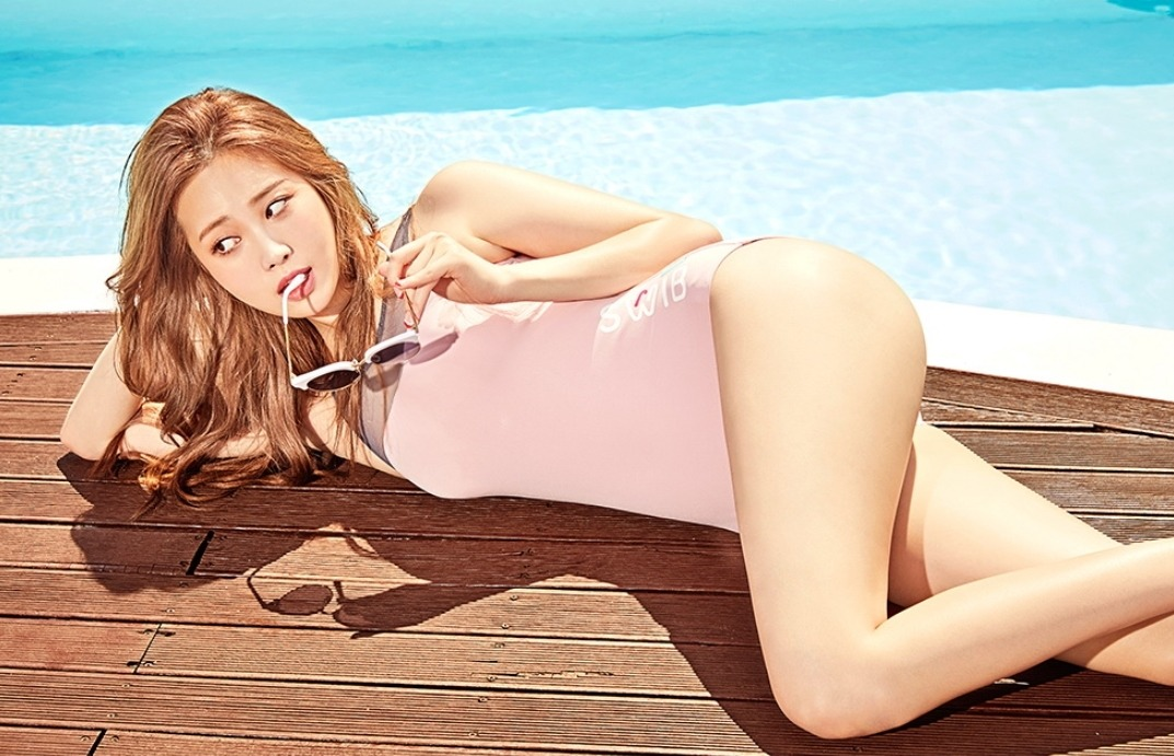 Girls Day Yura model for beachwear