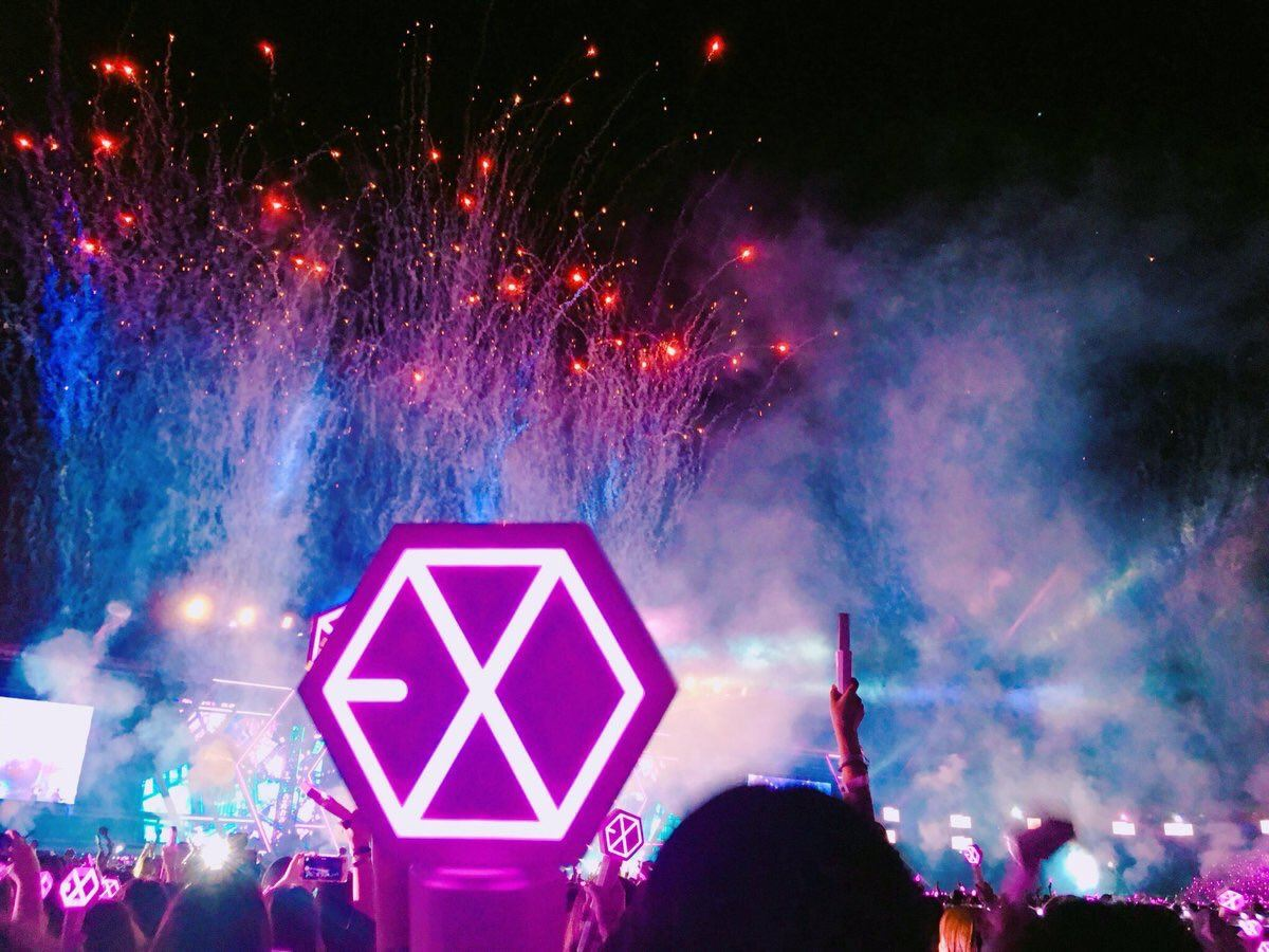 Fans Created The Most Beautiful Rainbow Ocean For Exo Koreaboo