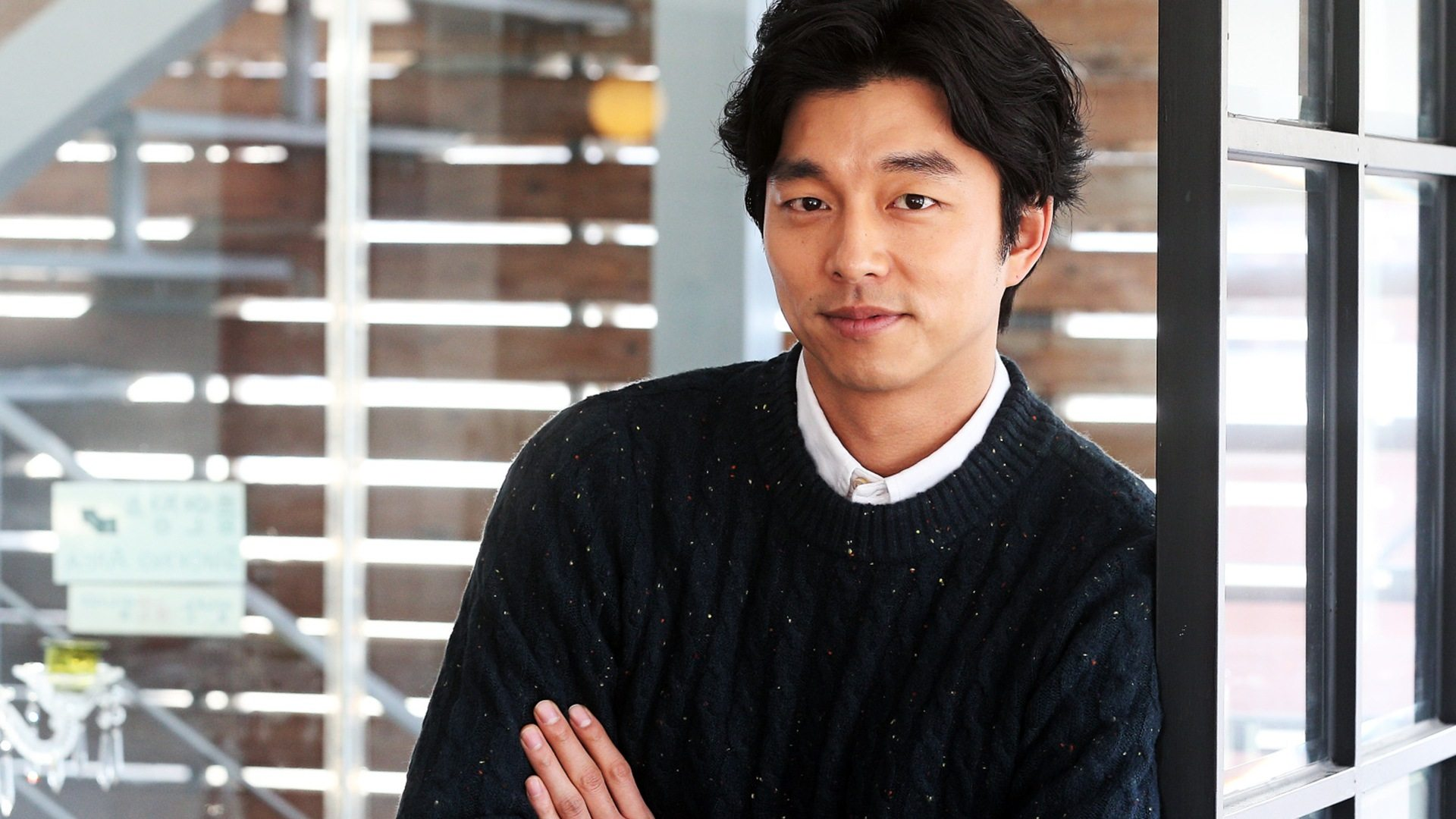 Gong Yoo Holds Exclusive Interview With CNN