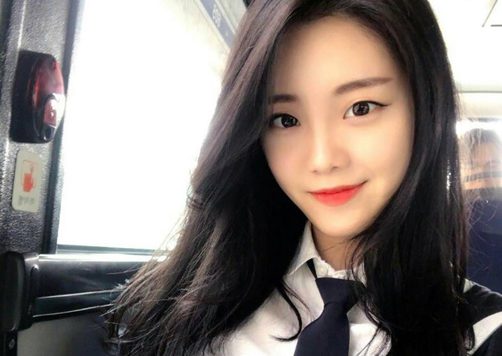 This Korean Flight Attendant Quit Her Job And Now Shes Making $25,000 A Month