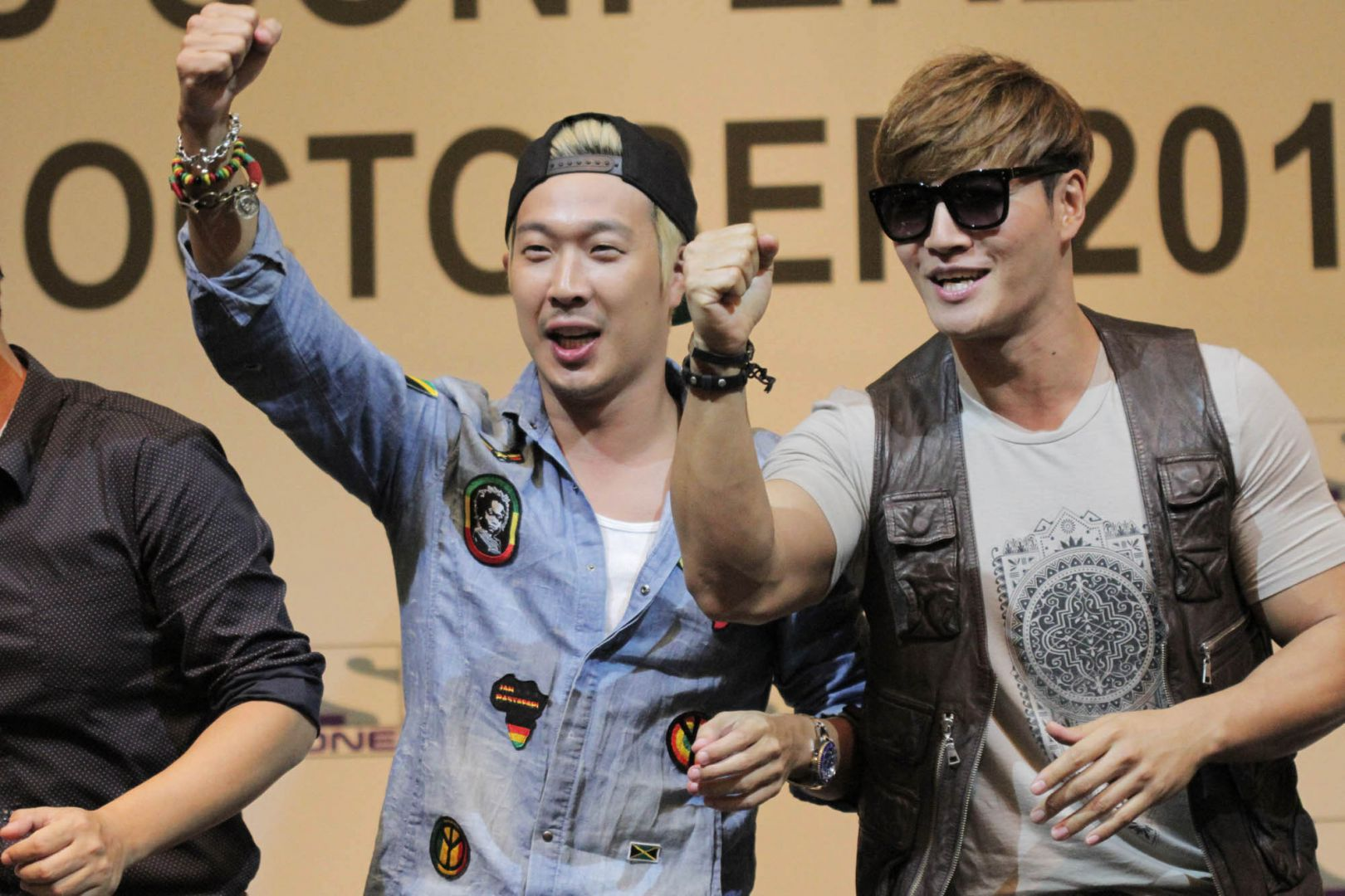Running Man's Kim Jong Kook and Haha launch a new venture together