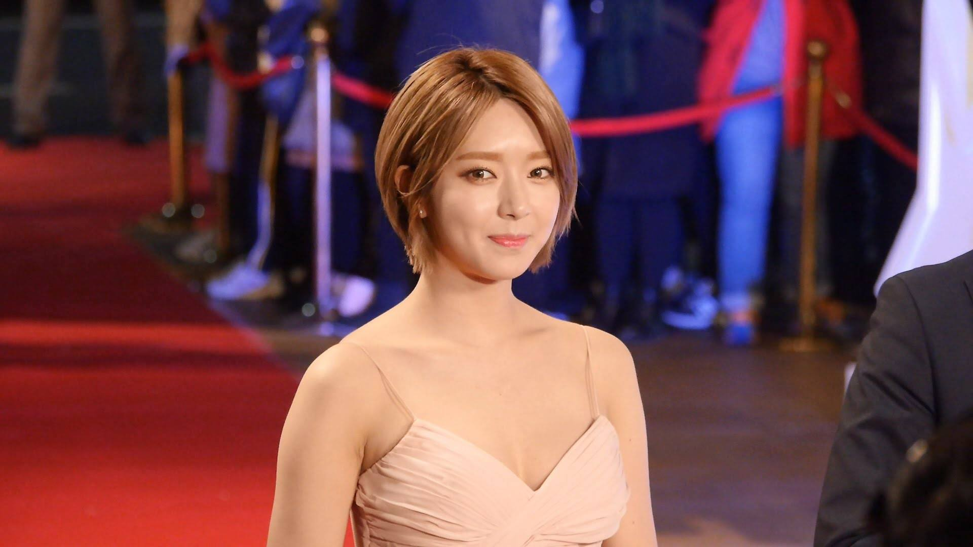[★BREAKING] FNC confirms Choa is on break from AOA