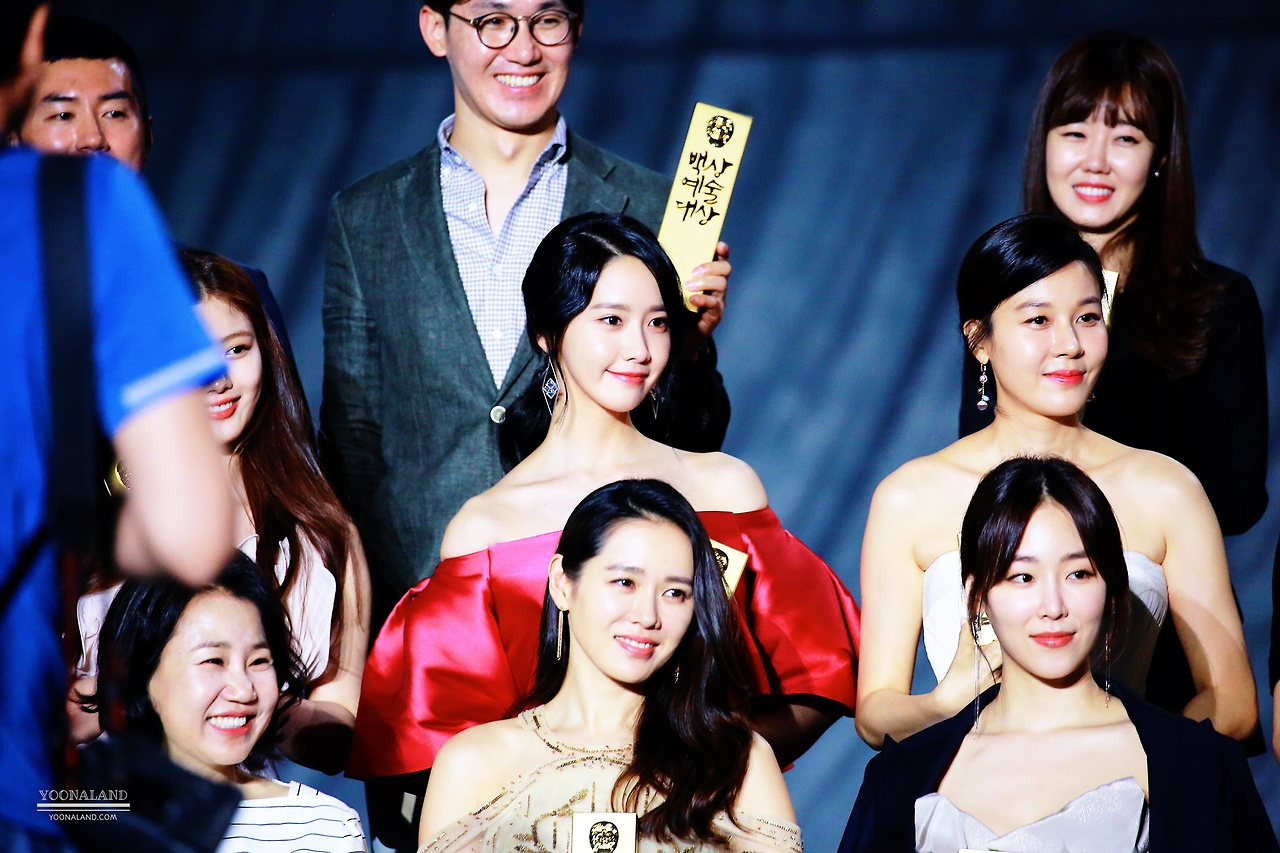 This Actress Is So Beautiful Even Yoonas Eyes Sparkle When Looking At Her