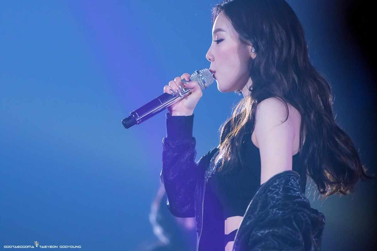Taeyeon shocks fans with sexy outfit at solo concert