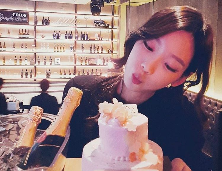 Fans shocked by Taeyeon's nose piercing at latest concert