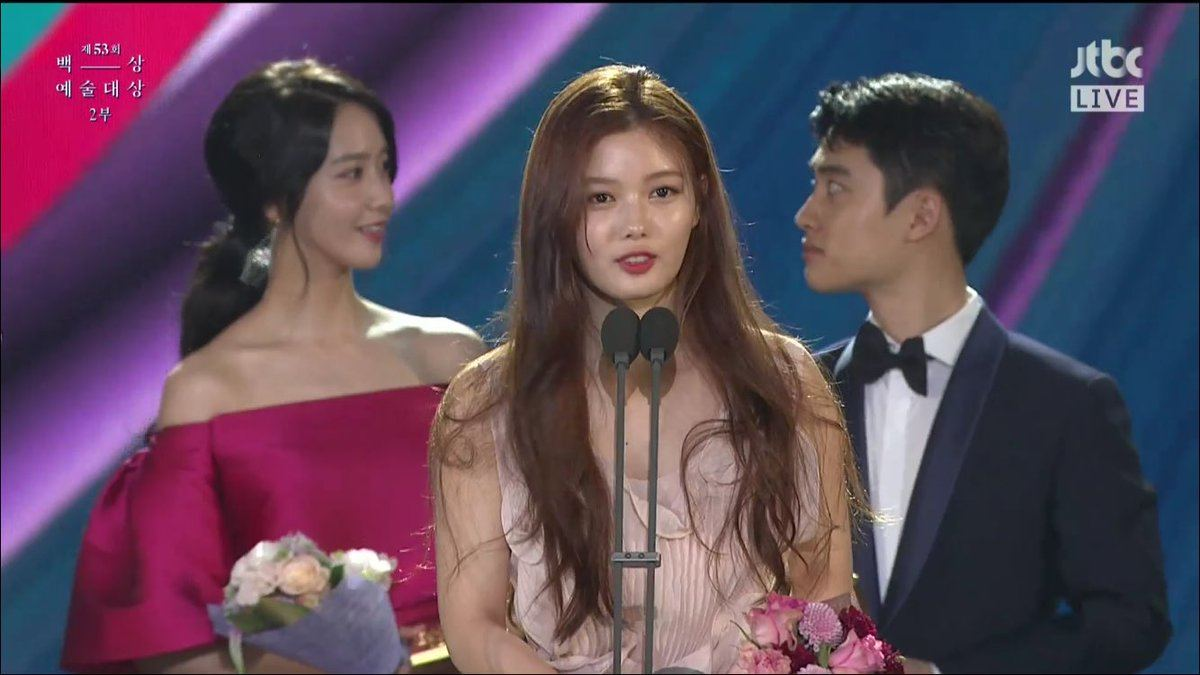 Yoona and D.Os plan was caught on camera during Kim Yoo Jungs speech