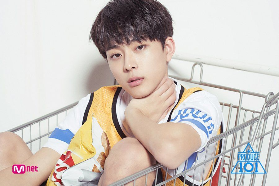 This 14-year-old Produce 101 contestants legs are so long he looks like a model