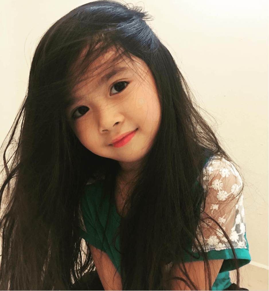 Korean 7-Year-Old Girl Becomes Celebrity In Dubai After Rich Men Discover Her -7443