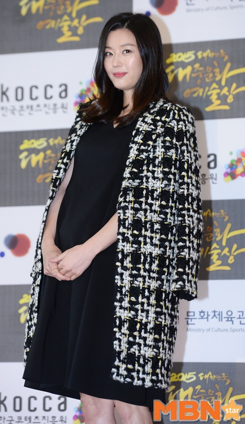 Jun Ji Hyun is currently pregnant with her second child. She is 10 weeks  pregnant and is highly careful since it's the early stages of pregnancy.