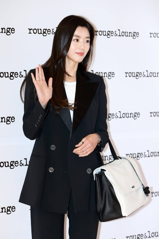 Jun Ji Hyun and her husband, Choi Joon Hyuk, have one son together born on  February 10, 2016.