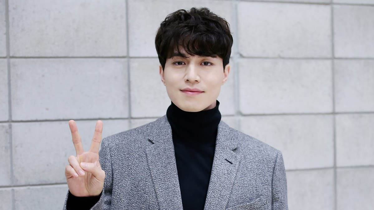 TRENDING Lee Dong Wook Dyes His Hair Completely Blonde For The First Time