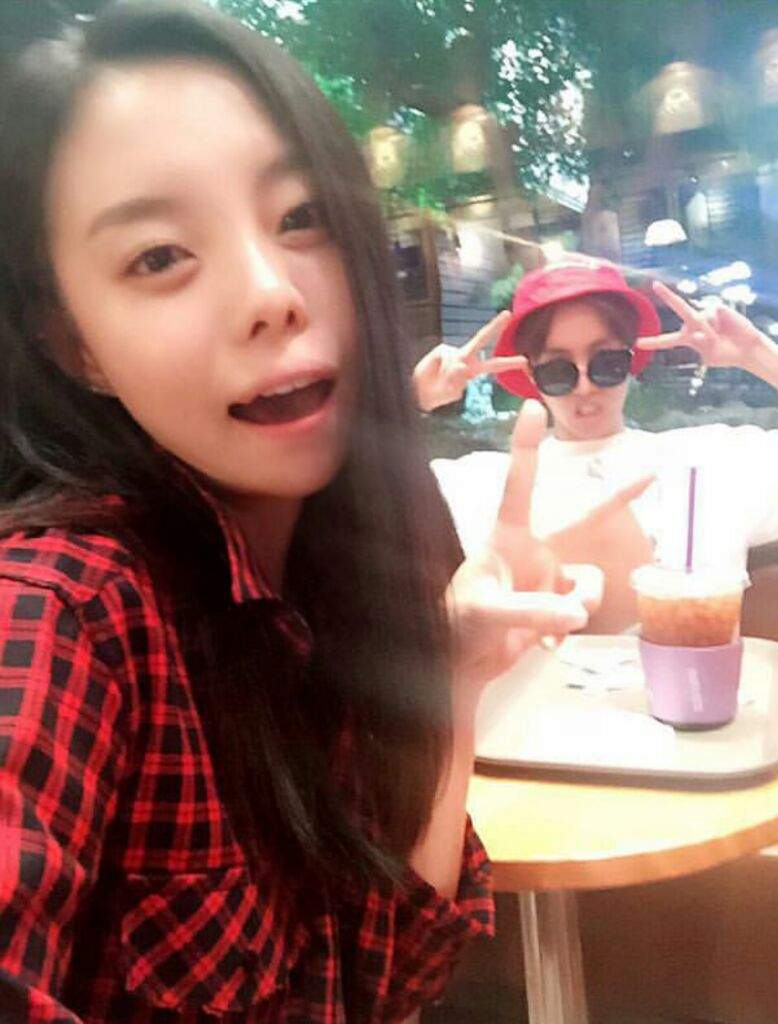 BTS J-Hope's Older Sister Is Drop Dead GORGEOUS - Koreaboo
