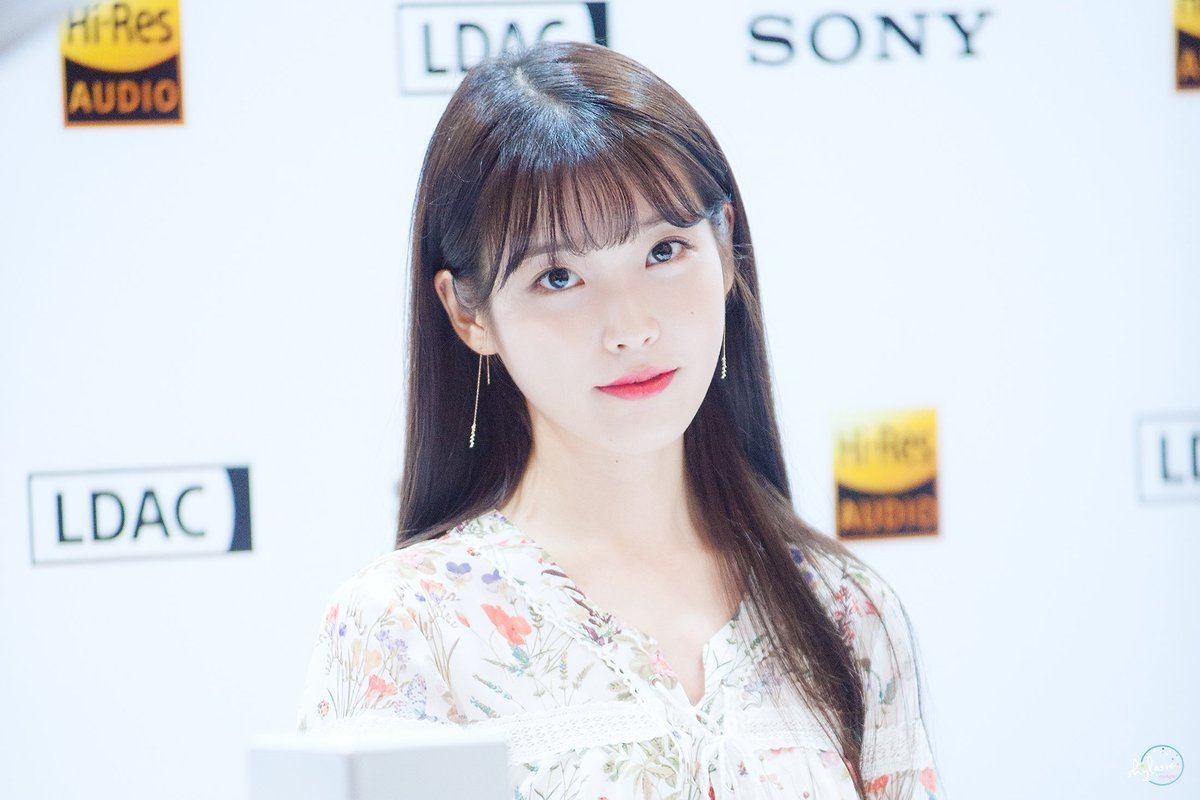 iu�s new hairstyle is a combination of her previous 5