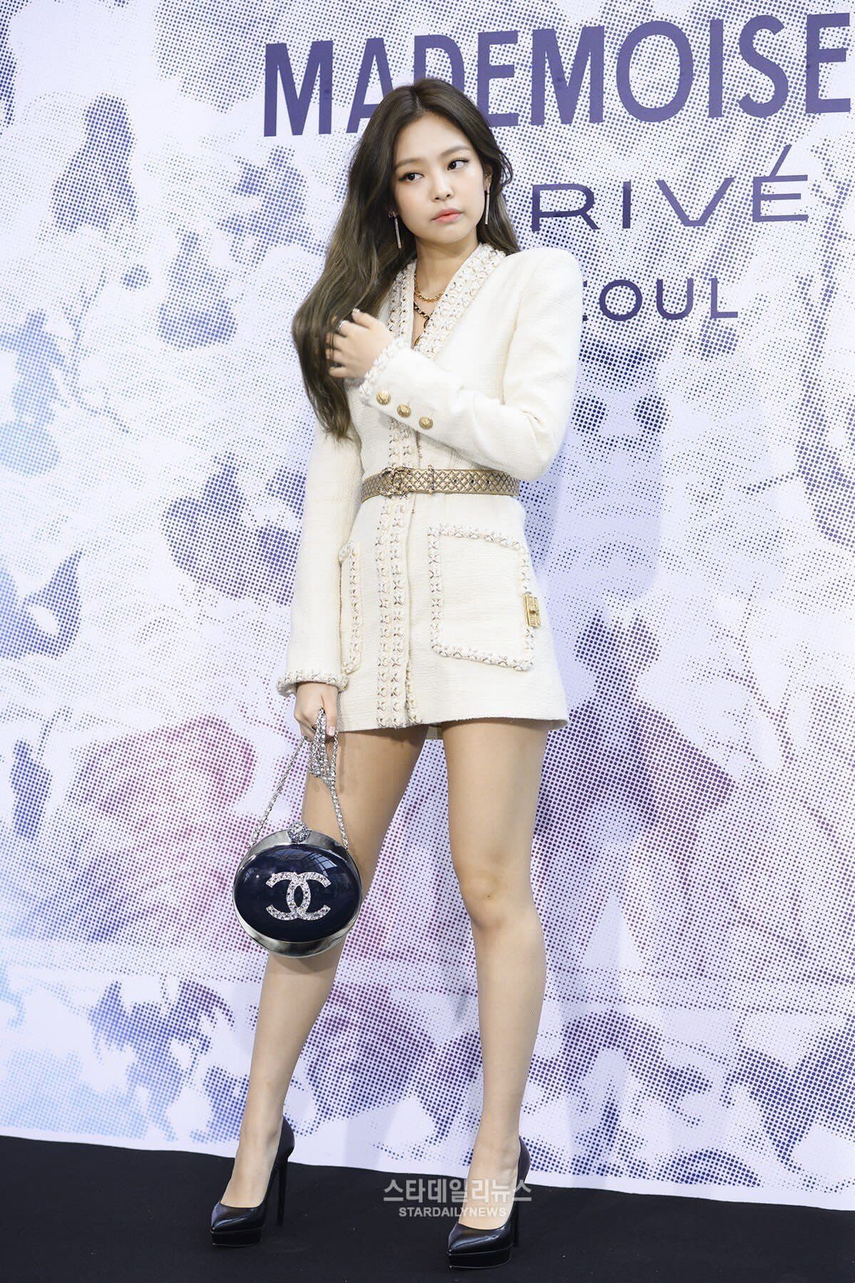 Complimentary Color To Pink Blackpink Jennie S Sexy Chanel Skirt Has Everyone Googly