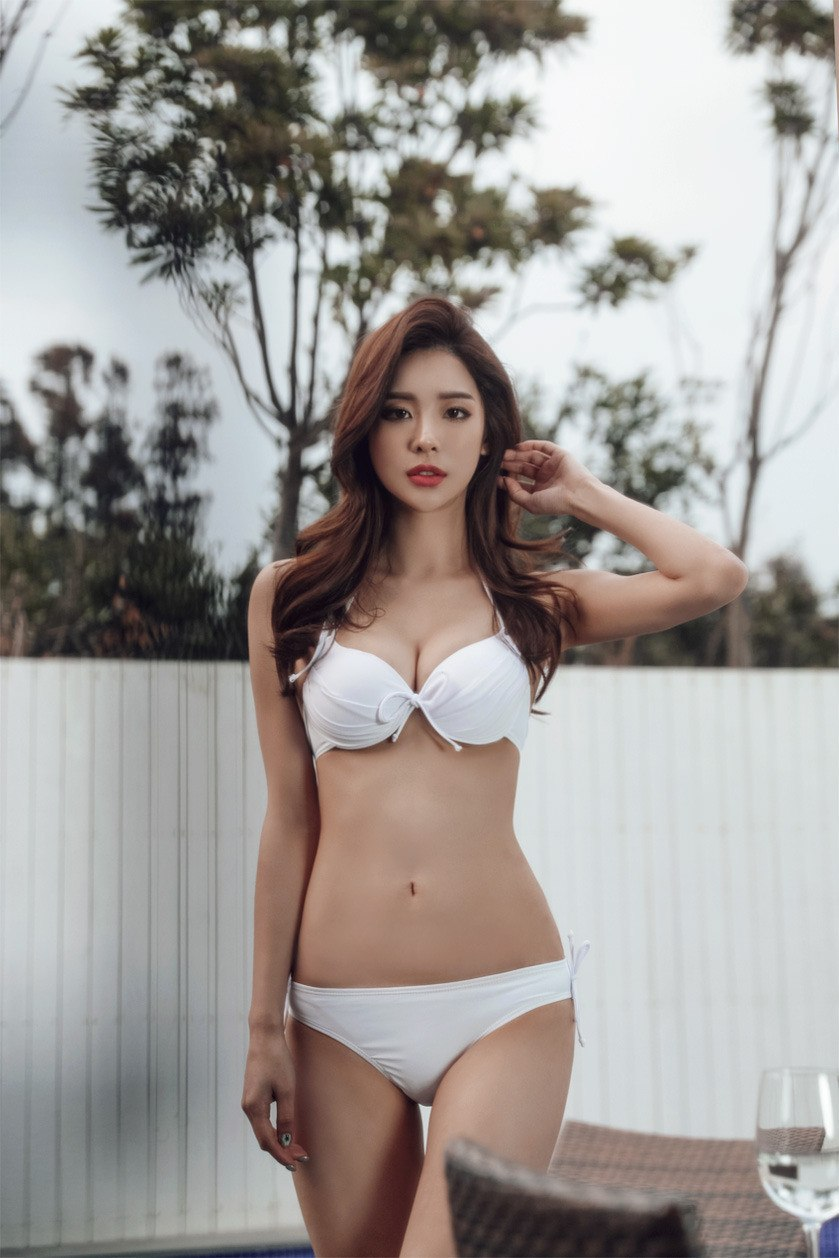 korean swimsuit model has a figure so curvy it's making her famous