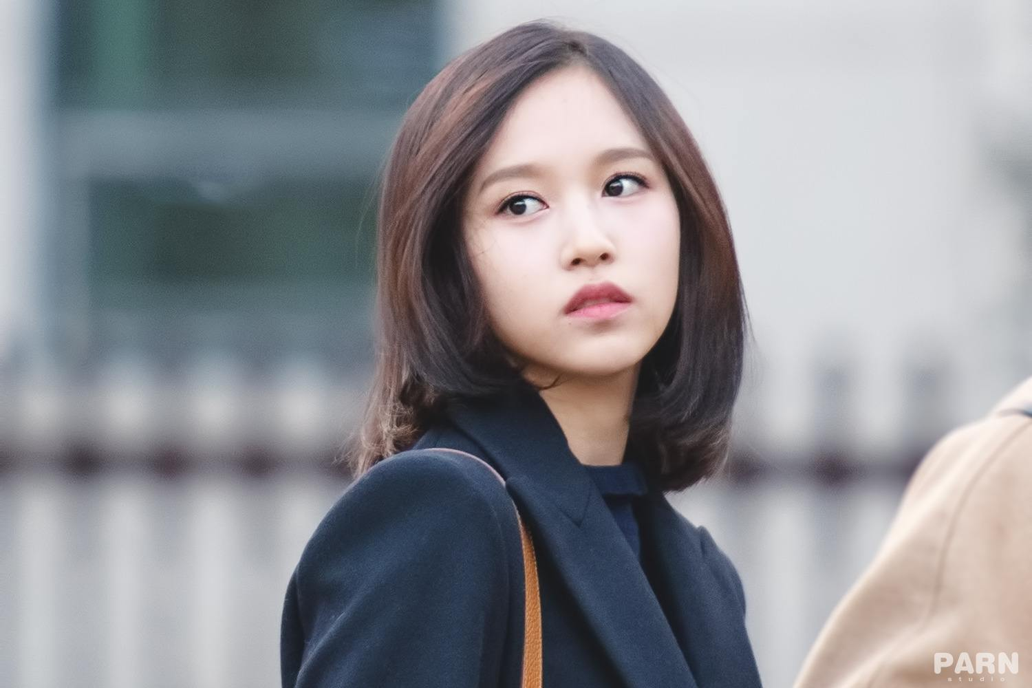 Oblivious Fans Walked Right Past Twice Mina While