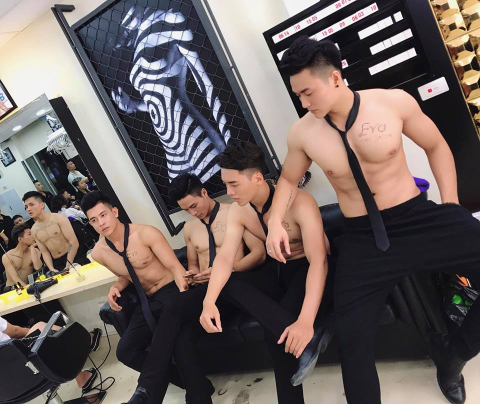 Hot nude guys with black hair — photo 7